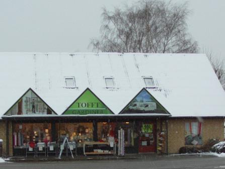 Snevejr ude og juleudsalg inde hos Tofft Gardiner