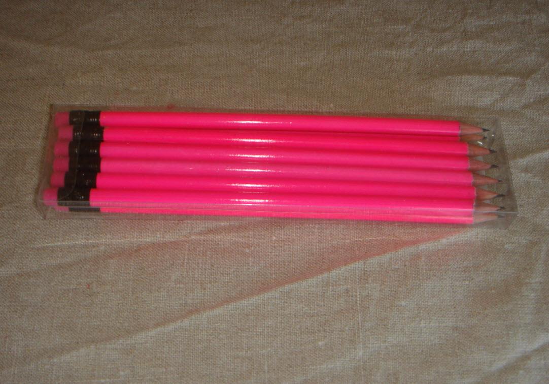 Pangfarvede penne fra X-tra i Sorø