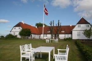 Tersløsegaard facade med flag