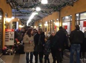 Der var liv i Holberg Arkaden da juletræet på Torvet blev tændt. Den er der gang i gaden igen.
