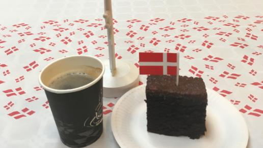 Leg, kaffe og kage