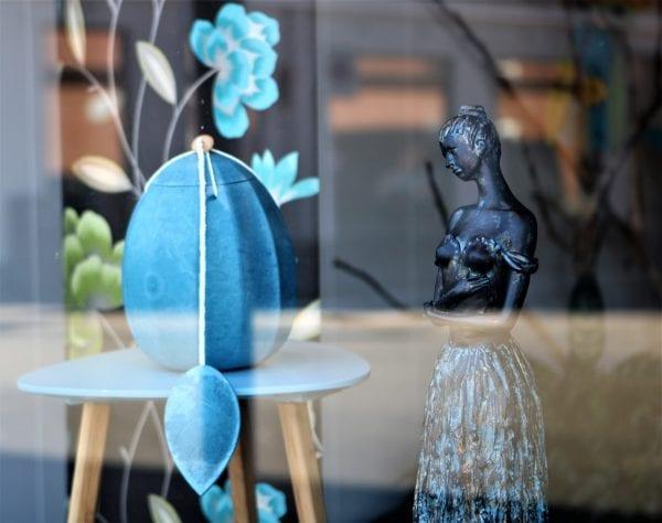 Bedemand Bøgh & Juul - forår i vinduerne