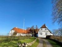 Tersløsegaard i sin aktuelle tidlige forårsdragt – men uden glædesflag fra flagstangens top. Pressefoto.