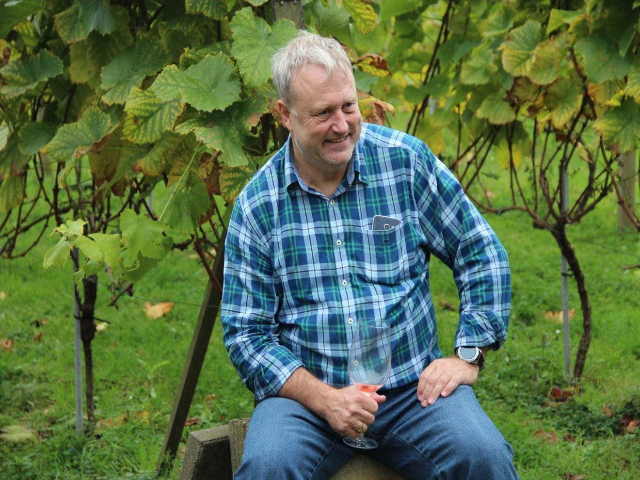 Spis med en lokal vinbonde fra Orebo Vinlaug